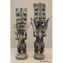 Couple statues Grebo